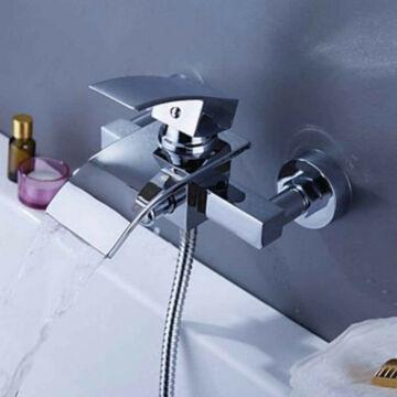 Elva kádtöltő fürdőszobai csaptelep vízesés alakú vízsugárral króm